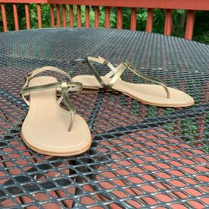 Delman made n Italy gold strappy 6.5B thong sandal